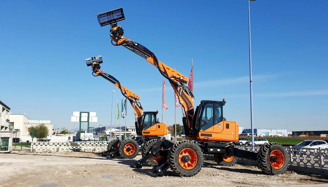 Med sine 17 tonn og en råsterk motor på 255 hk er Euromach R145 verdens største edderkoppgraver. Engcon leverer tiltrotator til maskinene. Foto: Engcon