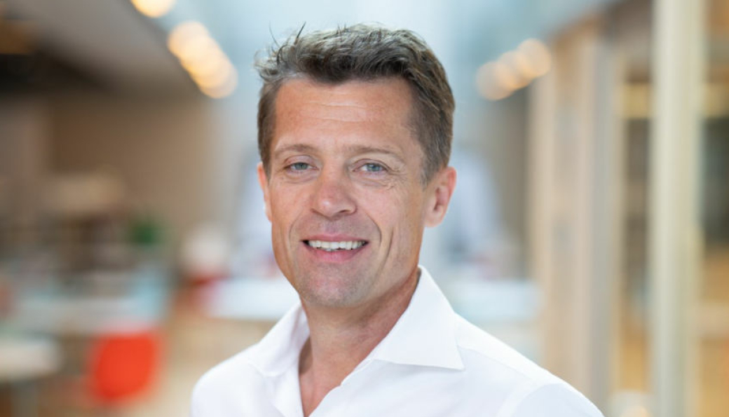 Administrerende direktør Sverre Molvik i Selvaag Bolig opplyser at selskapet bygger boliger i høyt tempo nå , og han forventer at dette vil fortsette fremover.