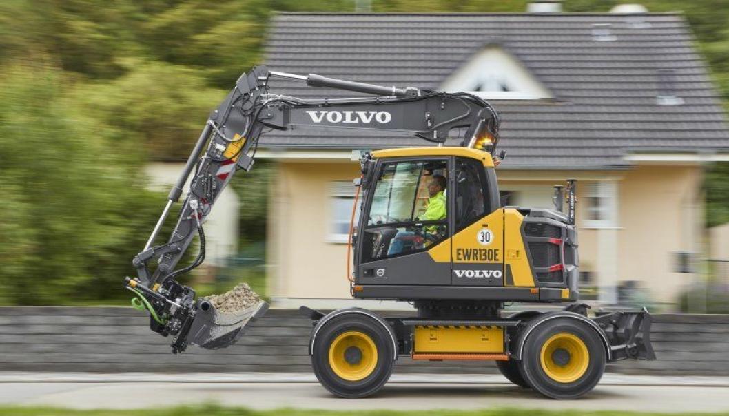 Volvo EWR130T i 13-tonns klassen er bygd kompakt med senket over- og undervogn og har toppfart på 35 km/t. Foto: Volvo CE