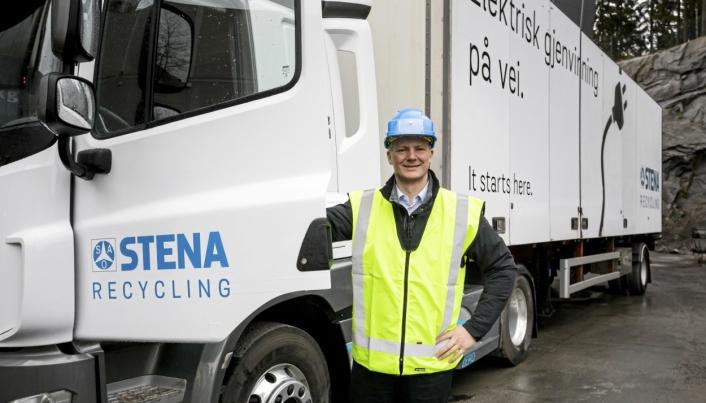 Ketil Solvik-Olsen ved Stenas nya lastebil på el fra Emoss. April 2018