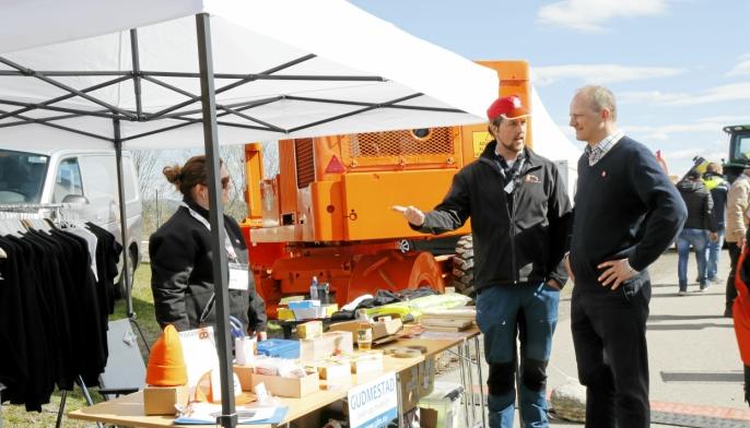 En prat med Brøyt-entusiast Olav Wendelbo på Vei og Anlegg 2018. Foto: Klaus Eriksen
