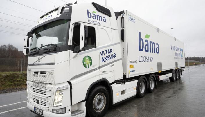 BYTTER: Bama Logistikk bytter 30 av sine semitrailere med nye Krone Cool Liner med et eget sluk langs hele bakdøren og oppsamlingstank under hengeren.
