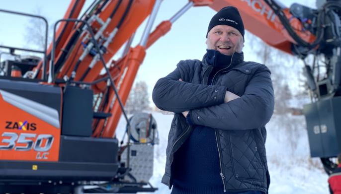 Daglig leder Kjell Arild Grønås og hans 30 ansatte (pluss 4-5 innleide) i Qmatec Drilling har designet den nye riggen som er tilpasset bæremaskinen Hitachi ZX350-7.