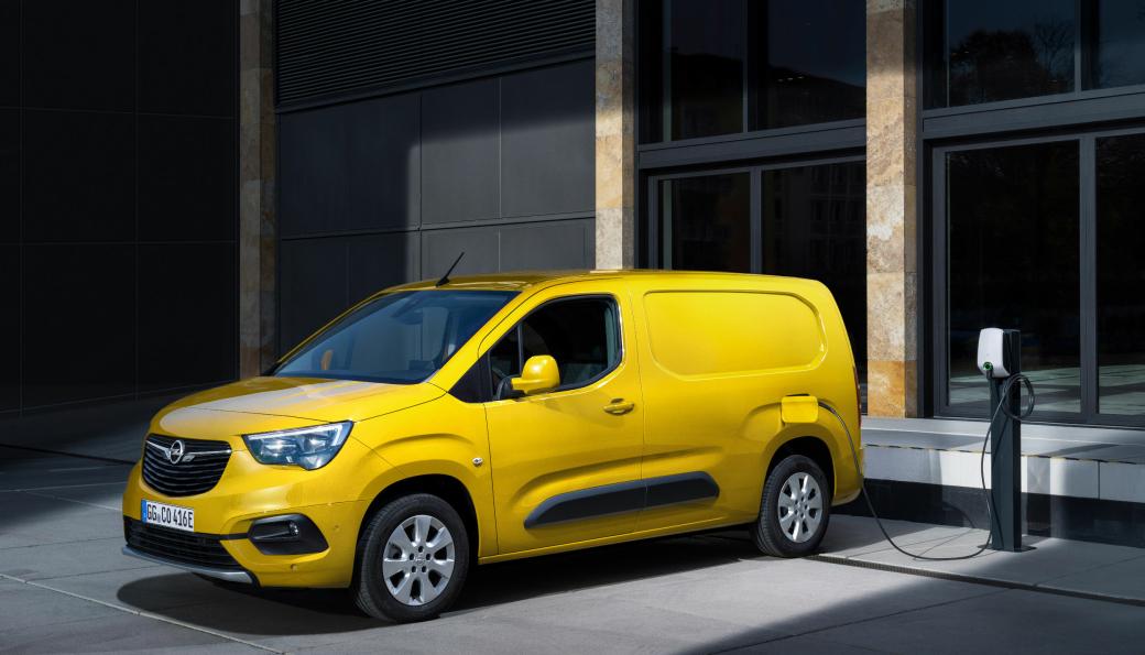 På Opel Combi-e kan litiumion-batteriet på 50 kWh hurtiglades med inntil 100 kW, det gjør at 80 prosent av batteriet kan lades på 30 minutter.