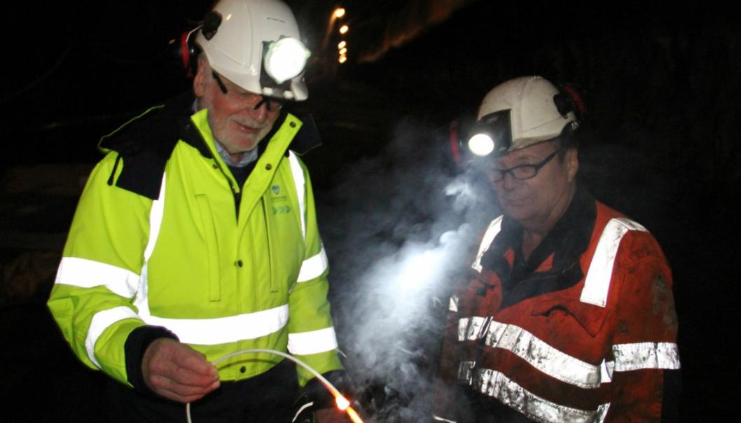 Oddbjørn Vatne fikk æren av å fyre av salven som sørget for gjennomslag i Haramsfjordtunnelen, med god hjelp fra bas Geir Olsen i Skanska.