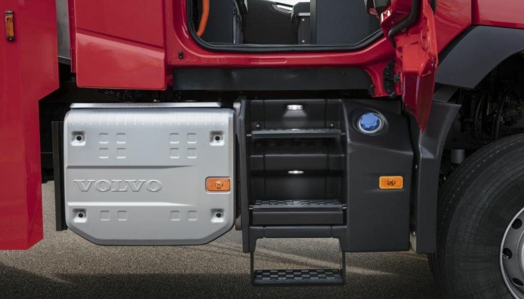 Drivstofftankene, lyddemperen og andre store komponenter er plassert under førerhuset.