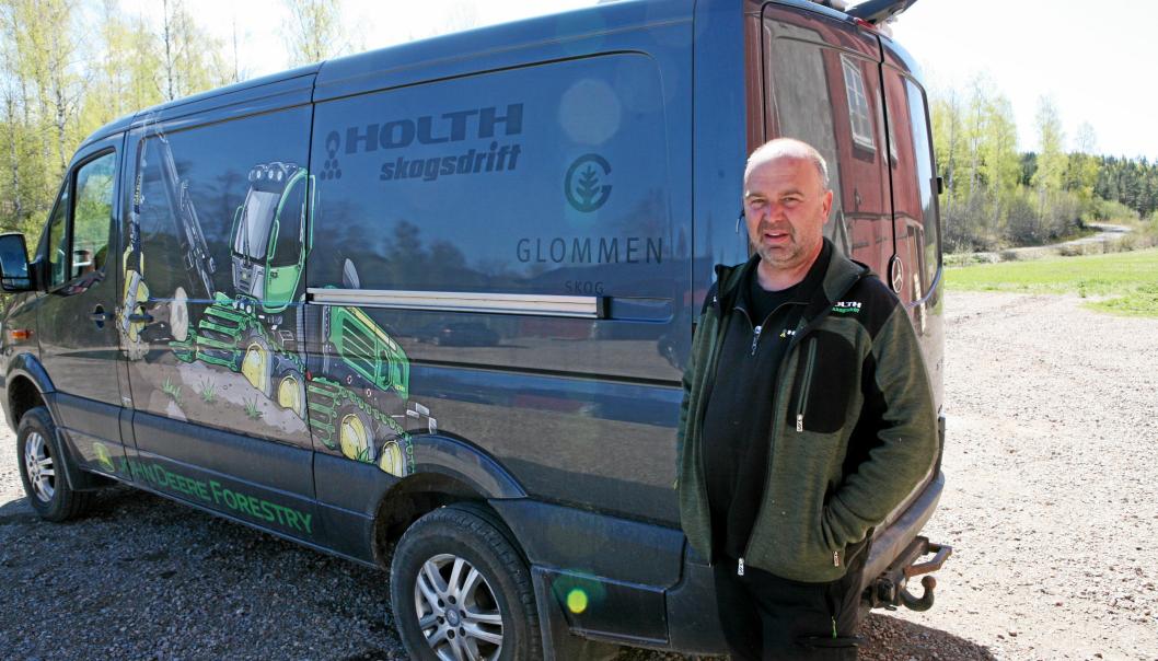 Jan Birger Holth i Holth Skogsdrift AS mister førere til 8 av 17 maskiner over natten