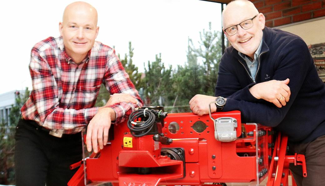 SKIFTE: Kjetil Håkonsen (t.v.) tar over som ny leder av VBG Group Sales i Norge etter Hans Otto Westli som har ledet selskapet i 20 år.