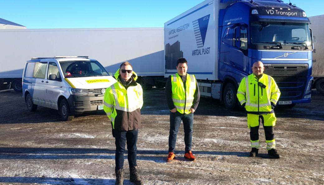 På bildet: Tormod Vestad (fylkesveiavdelingen i M&R), Christian Vartdal (Vartdal Plast), Bjarne-Martin Valde (fylkesveiavdelingen i M&R).