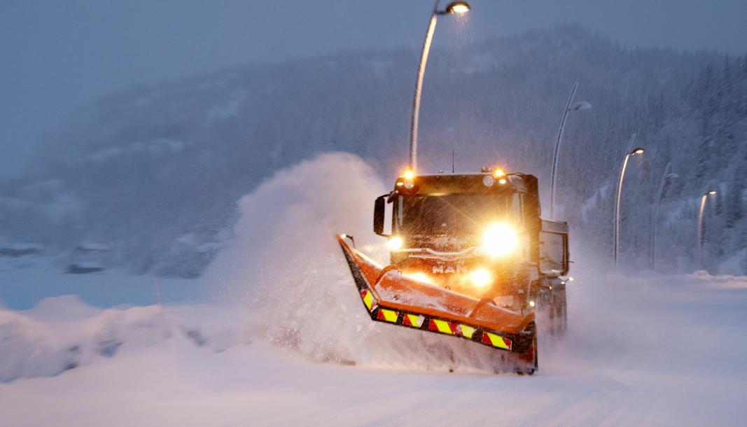 VINTERFØRE: Det er vintervei på alle veiene den nye MAN TGS 33.510 brøytebilen til Numedal Graving og Transport kjører. Da er trekk på alle akslinger nyttig.