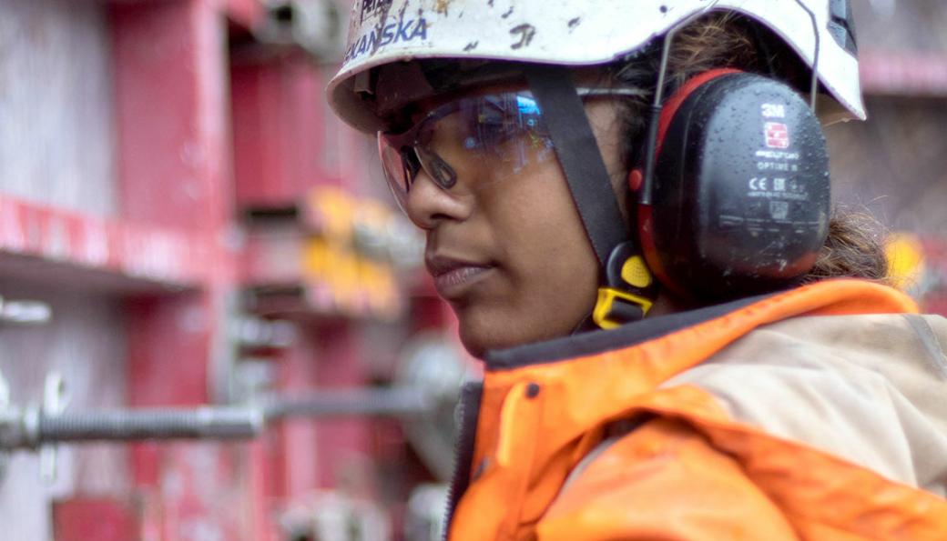 Kawsica Rashasingham er en av lærlingene som er med i kampanjen som har som mål å få flere jenter til å søke bygg- og anleggsteknikk. Etter fire år på BYSK (Bygg- og anlegg med studiekompetanse), vil hun være ferdig utdannet betongfagarbeider.
