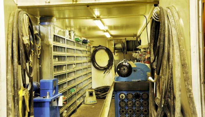 400 delenummer: En standard slangecontainer inneholder ca. 400 delenummer. Denne er i tillegg spisset mot AMV- og Volvo-maskiner.