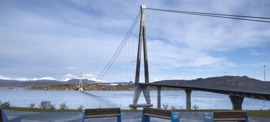 Deler fra Hålogalandsbrua falt i sjøen