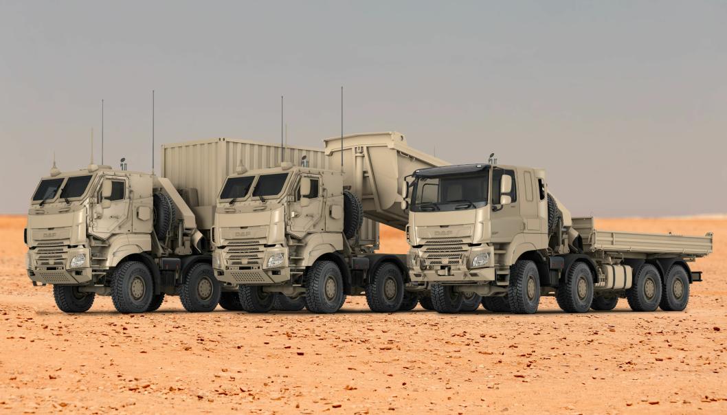 243 av lastebilene er 8x8-biler. Alle med Tatra-chassis med uavhengig fjæring. På illustrasjonen er kjøretøyet til høyre utstyrt med et nokså standard DAF-førerhus, mens de to andre har ballistiske førerhus som er utviklet av Tatra Defense Systems.