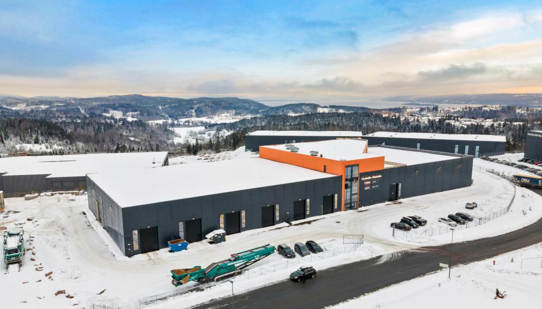 MODERNE KOMBINASJONSBYGG: Sentrale, moderne kombinasjonslokaler i Røyken Næringspark er nå tilgjengelig for utleie.