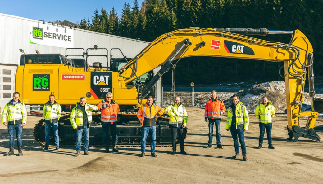 Fra venstre: Espen Jensen (daglig leder i RG Crane), Kjell Sæter (daglig leder i RG Ekspert), Frank Ole Sørensen (daglig leder i RG Machine), Knut Egge (senioringeniør i Veidekke), Tron Walhovd (maskinsjef i Veidekke), Lars Hæhre (adm. direktør i Rental Group), Jon Nässelquist (fagansvarlig maskin i Veidekke), Pål Brandvold (storkundeansvarlig i Rental Group) og Kato Stien (daglig leder i RG Tunnel).