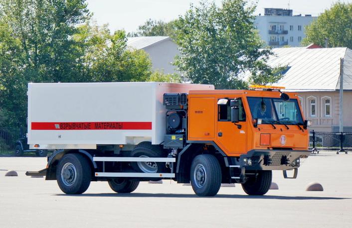 EKSPLOSIVER: Tatra med det fengende navnet 815-7T5R21.42ZC 4x4.1R for transport av sprengstoff i gruver.