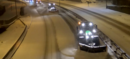 To John Deere og en Scania på brøytejobb