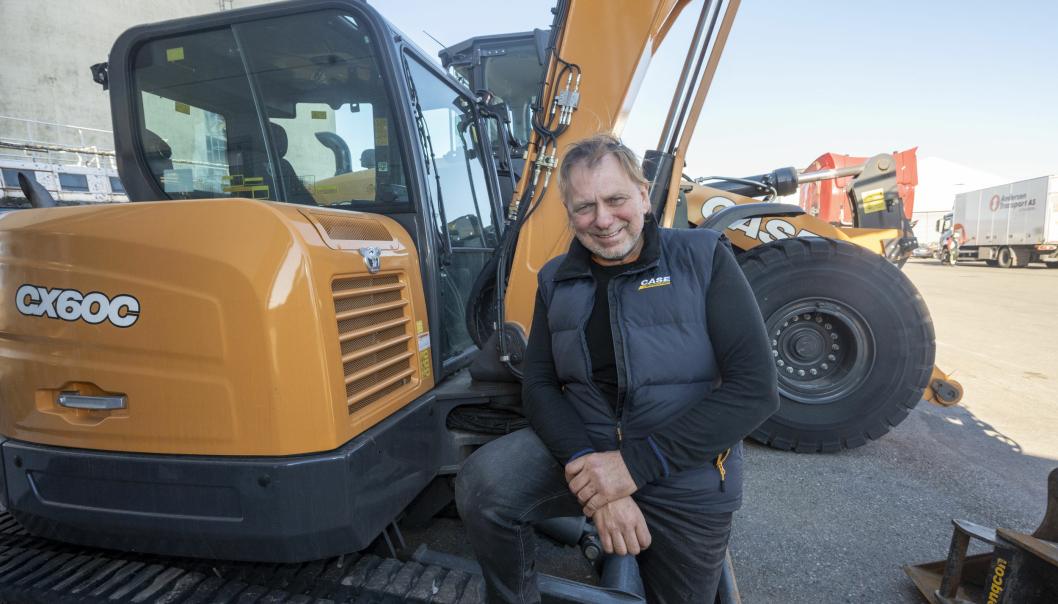 KLARE: Roar Kristensen er klar for å selge Case-anleggsmaskiner over hele Norge sør for Trondheim for Dagenborg & Kjærsgaard.