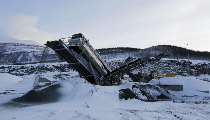 FLERE STEDER: Dette bildet er fra produksjonen på det øvre nivået i bruddet i Balsfjord kommune. Foto: Klaus Eriksen