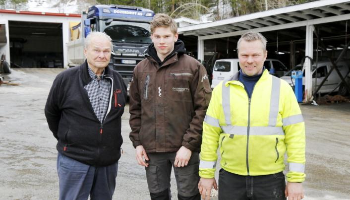 FAMILIEBEDRIFT: Dozerdrift ble etablert for nesten 70 år siden, og har alltid vært på familien Jacobsens hender. Fra venstre er tre generasjoner Jacobsen, Arnt, Bjørn og Ole.