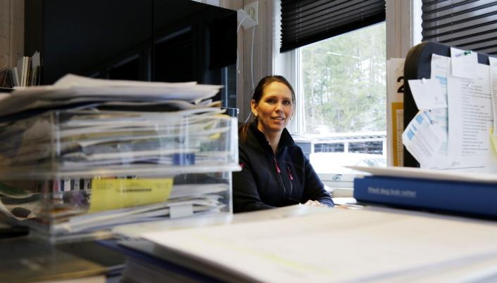 RAPPORTERING: Sonja Levorsen «drukner» i rapportering, dobbeltsjekking og utregning etter veivedlikeholdsoppdrag.