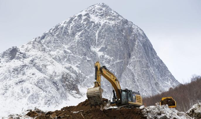 SEGLA: Landemerket på Senja og den kjente fjelltopper er øyas kanskje største trekkplaster. Foto: Klaus Eriksen