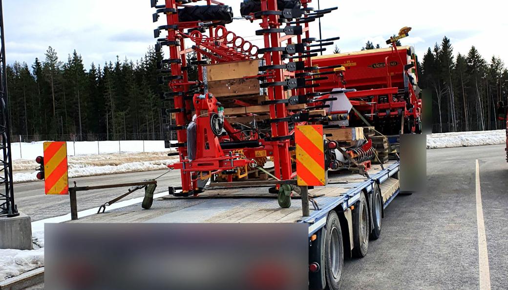 For bred 2: Ånestad kontrollstasjon ved rv.3/rv.25 i Løten.