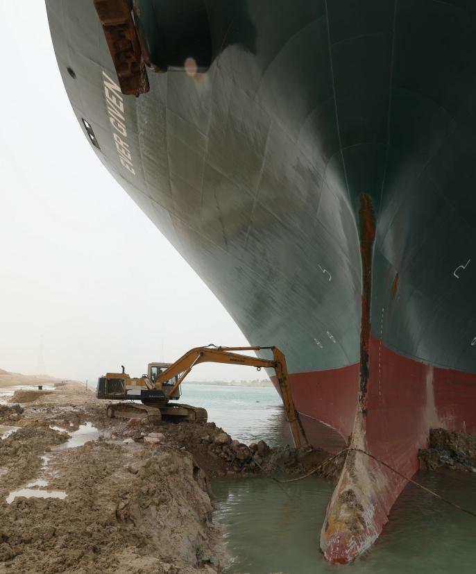 En eventuell følelse av at graveren var stor, forsvant nok når maskinføreren beltet bort til dette skipet for å grave.