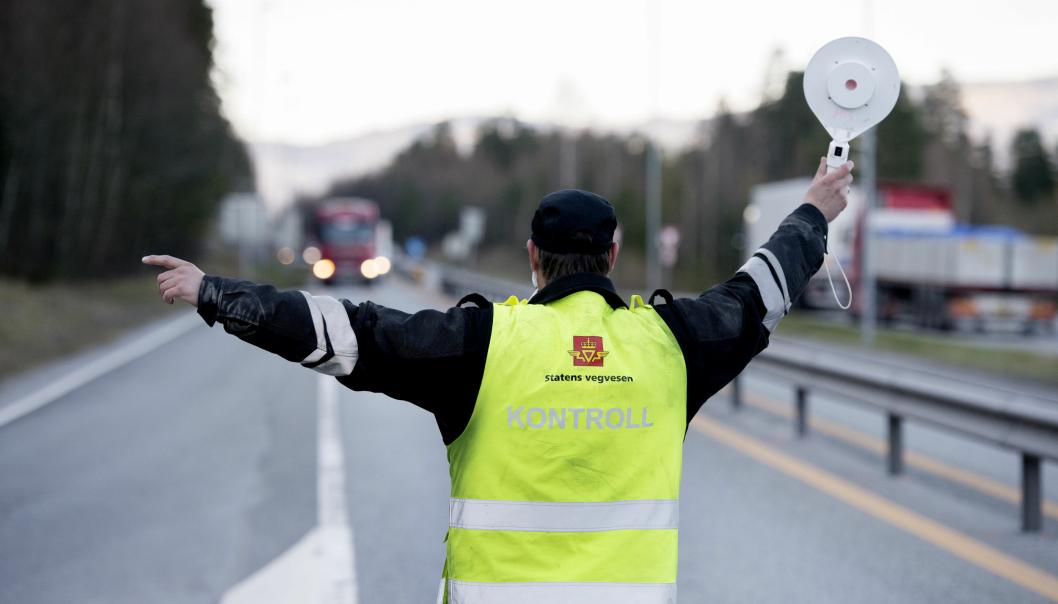 Statens vegvesens kontrollører skal overta flere av politiets oppgaver når ny og mer omfattende forskrift om overtredelsesgebyr trer i kraft i 2021.