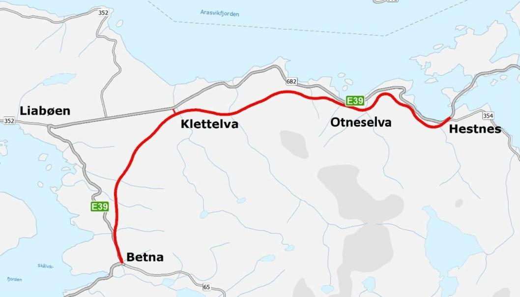 Ny E39 som skal bygges mellom Betna og Hestnes i Heim kommune (Trøndelag) markert med rødt.