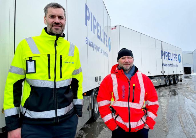 Fra venstre: Sigmund Aandstad, administrerende direktør i Pipelife Norge, og Atle Norli, daglig leder i Surnadal Transportpartner.