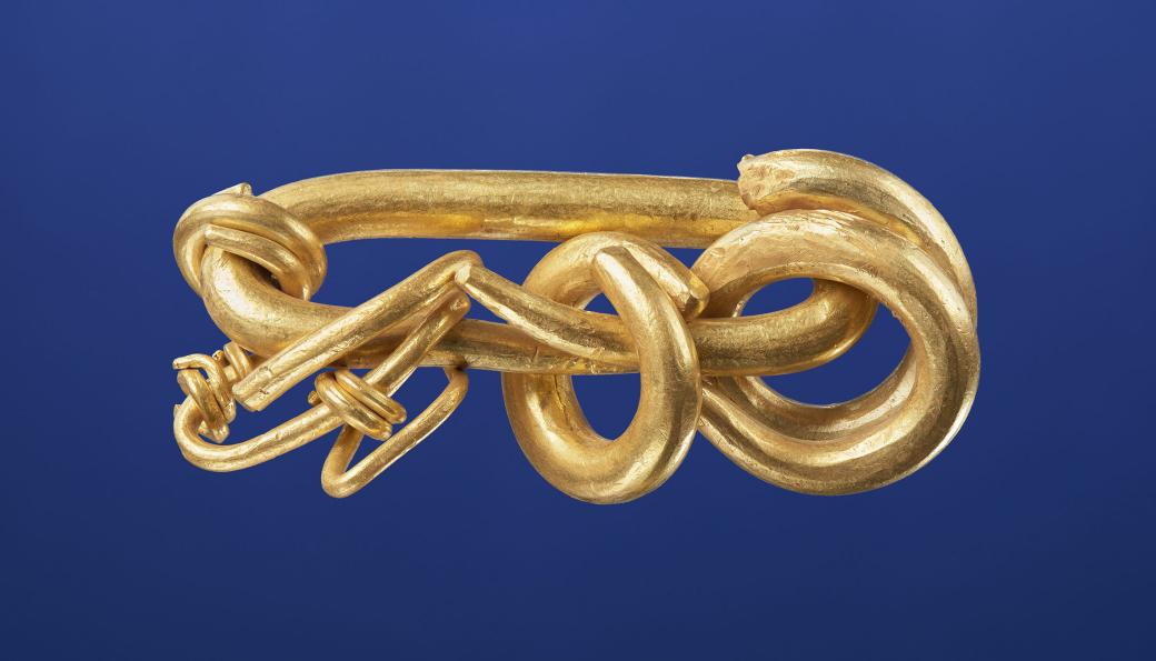 Bilde tatt av Universitetsmuseet i Bergen etter rensing av gullet.