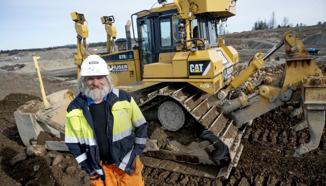 ERFAREN: I snart 50 år har Bjørn Tandberg kjørt dozer. I over 40 år av de har han jobbet for Huser Entreprenør.