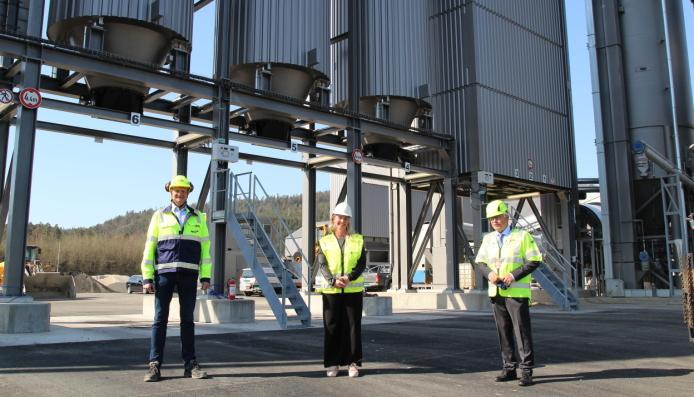Fra venstre: Adm. direktør Henrik Bager i NCC Industry, ordfører Gyro Heia i Birkenes Kommune og fylkesordfører Arne Thomassen i Agder fylkeskommune.