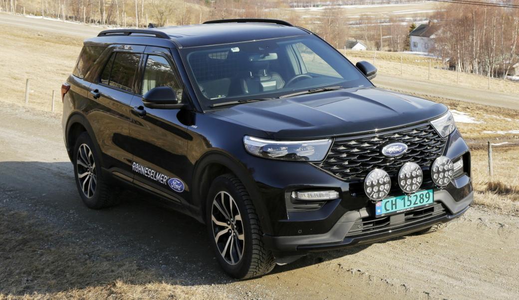 RÅTASS: Ford Explorer som varebil er nøyaktig den samme som personbilvarianten, bortsett fra færre seter, mindre avgifter og uten moms for noen. Foto: Klaus Eriksen
