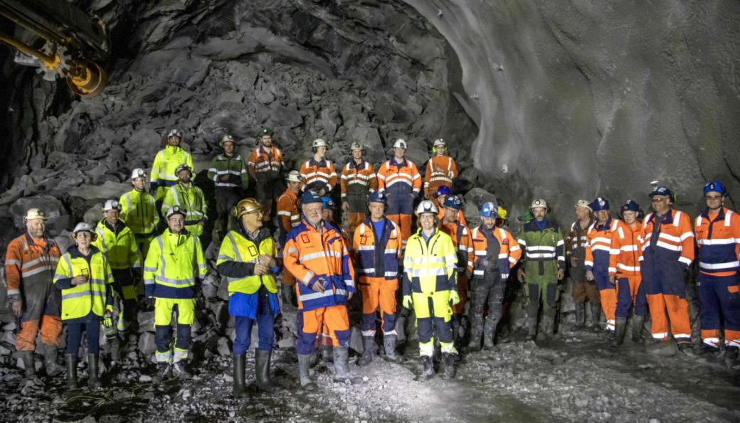 Røysa etter gjennomslag i Fjørtoftfjordtunnelen 20. april 2021. Inge Huse var dagens skytebas.