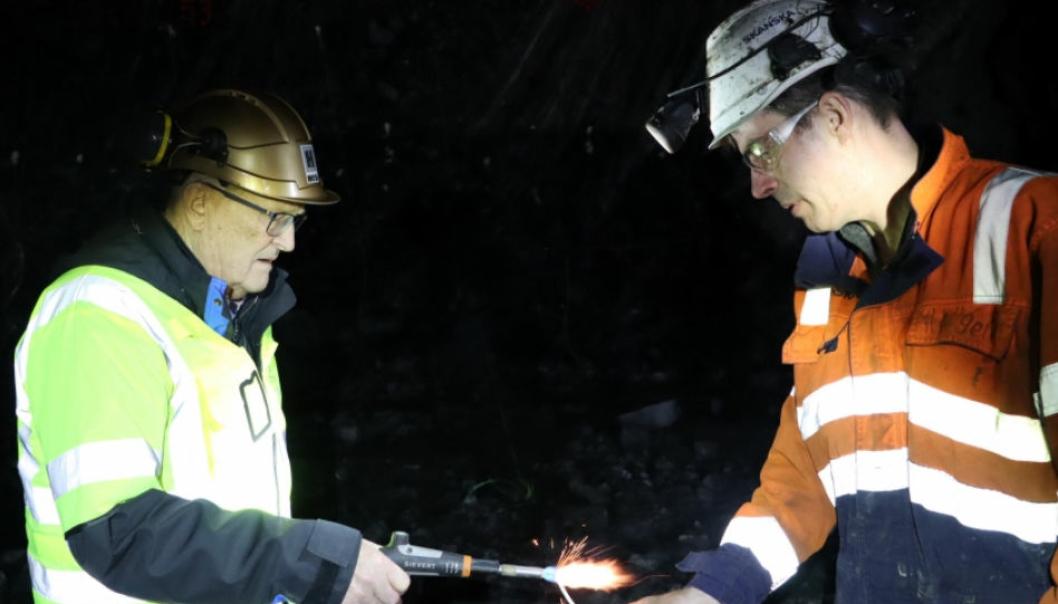 Vikar-skytebas Inge Huse (t.v.) sammen med Hallgeir Arntzen i Skanska som har jobben til vanlig.