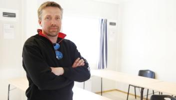 NØKKELMANN: Marius Storhaug Nyløkken er medeier og regner mye på jobber. Dagen A&T var på besøk hos bedriften, var Marius i gang på et Veidekke-prosjekt i Brumunddal (som A&T også dekket). Foto: Klaus Eriksen