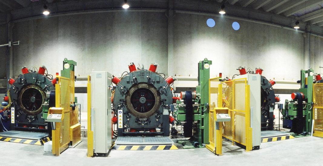 JUBILEUM: I fabrikken i Brasil som nå markerer 20 års jubileum, står regummieringsmaskiner på rekke og rad. Foto: Marangoni
