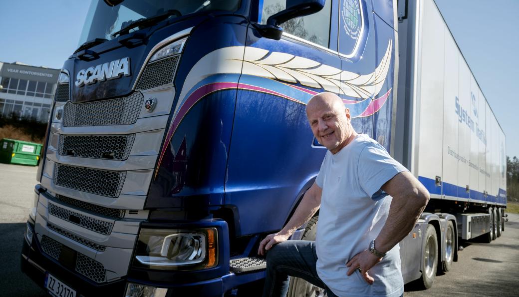 SISTE? Final Solution står det over førerdøra på det nye vogntoget til Nils Fredrik Nilsen (74).