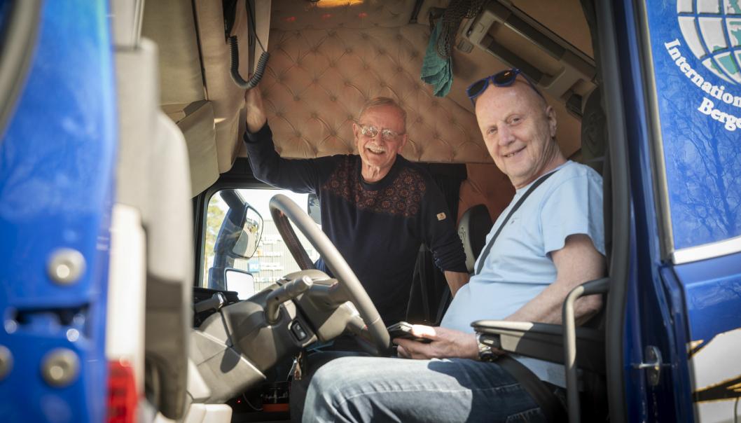 KOMPISER: Kåre Ness har organisert mange hjelpesendinger til Moldova og var med på den første turen med ny Scania 770S og ny tralle. Kåre fikk overkøya, mens Nils Fredrik tok den nede.