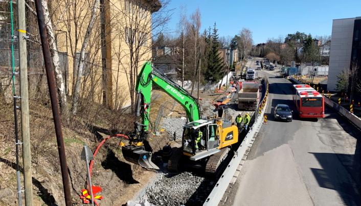 OSLO VEST: Her er maskinen til Machine Partner (som Agro Anlegg leier) i sving like ved Skøyen i Oslo vest. Foto: Klaus Eriksen