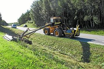Signerte tre kontrakter for drift av fylkesveier