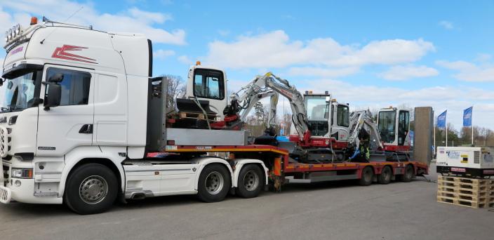 STØRSTE LAST: Med fire gravemaskiner på et plan representerer dette den største samlede maskinleveransen i Limacos historie. Foto: Bjørn E. Eriksen