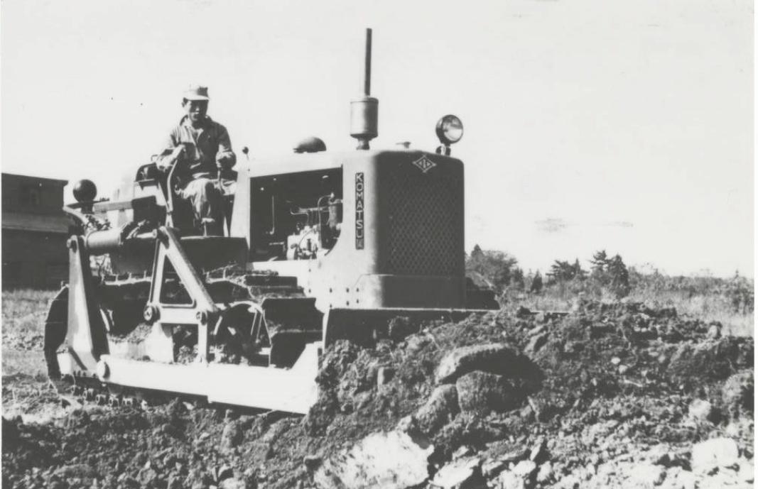 STARTEN: Komatsu begynte å produsere G40-dozere i 1943, og anleggseventyret var i gang. Det ble produsert 148 G40-dozere, og det eneste kjente eksemplaret står i lobbyen til Komatsu i Tokyo. Foto: Komatsu