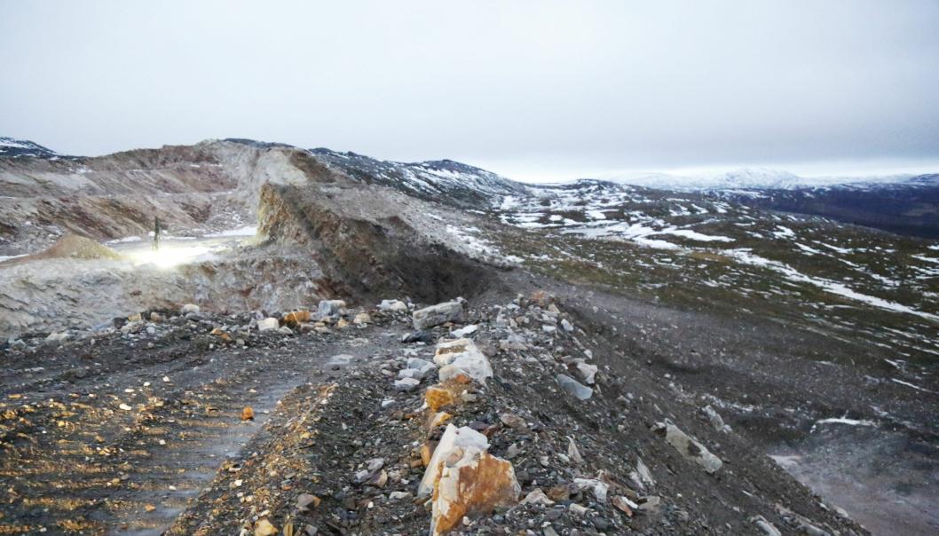 UTVIDELSE: Elkem håper å kunne følge denne ryggen videre (fra den hvite fjellveggen til venstre) for videre uttak.