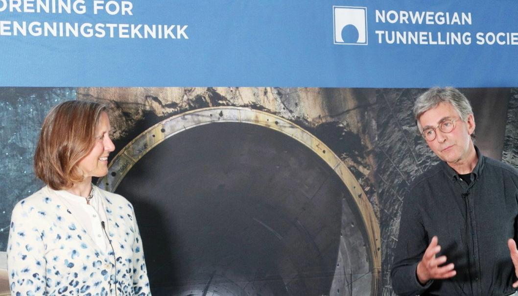 LEDERSKIFTE: Olaf Rømcke fra Orica tar over som ny leder for NFF etter Anne Kathrine Kalager som har vært leder i to år, og til sammen sitett i styret i 10 år. Foto: NFF