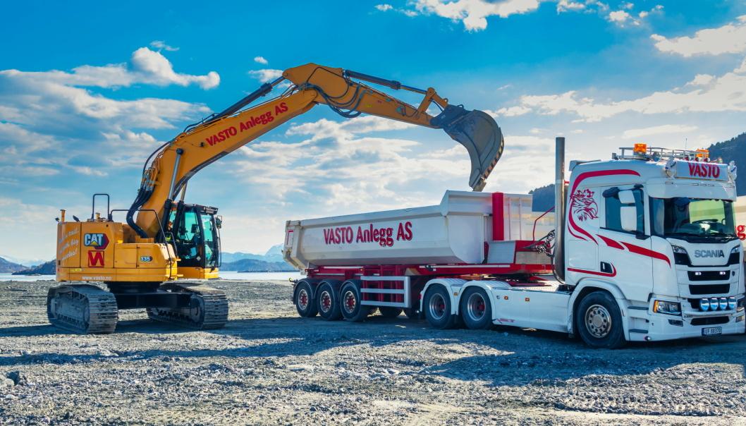 KORTHEKK: Cat 335NG-maskinen veier nesten 40 tonn og er den største korthekkmaskinen til Cat.