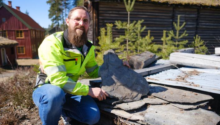 - Har du bruddskifer av denne typen liggende, er vi interessert i å kjøpe den, sier Ivar Busterud Bjørnstad, driftssjef ved Anno-museene i Elverum.